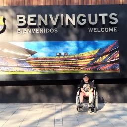 Barcelona FC stadionja előtt